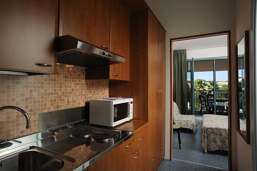 Monolocali villaggio centro vacanze villaggio hotel for Centro di lewis della cabina della pizza